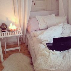 Girl Room Decor Ideas - What's the best color for a teenage girl's bedroom? Girl Room Decor Ideas - How do you clean your room fast? Dream Rooms, Dream Bedroom, Home Bedroom, Bedroom Decor, Bedroom Candles, Teen Bedroom, Interior Exterior, Interior Design, Shabby Chic Bedrooms