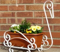 A gallery of what to make with our metalcraft tools Welding Art Projects, Metal Art Projects, House Plants Decor, Plant Decor, Flower Pot Crafts, Flower Pots, Metal Bending Tools, Wrought Iron Decor, Metal Plant Stand