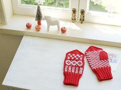 雑貨クリエイター青木恵理子さんによる、真っ赤なふわもこミトン。/手作りのある暮らしカレンダー2013(「はんど&はあと」2012年12月号)