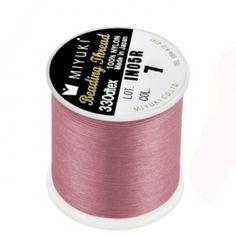 Fil nylon Miyuki 0,25mm rose (x50m)  Référence 8413-07 Bobine de 50 mètres de fil nylon monofilament, de la marque Miyuki, couleur rose (code couleur 7) épaisseur 0,25mm (size B) Très résistant, ce fil Miyuki de qualité convient parfaitement pour tisser des perles.