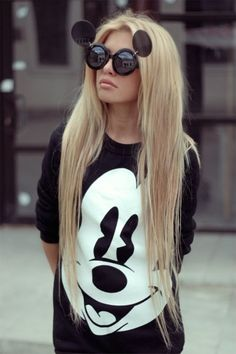 da3fac7e87 Minnie - Mickey - Mouse - Sweater - sunglasses - girl - blond Mickey Mouse