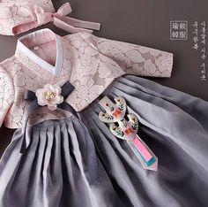 Korean Culture Fashion- Appreciate the Hanbok: Archive Korean Traditional Clothes, Traditional Fashion, Traditional Dresses, Korean Dress, Korean Outfits, Japan Fashion, Girl Fashion, Womens Fashion, Mode Kimono