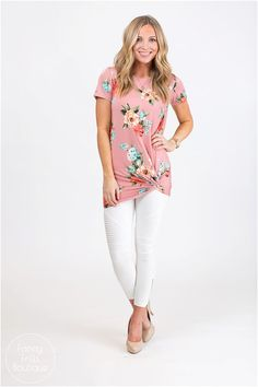 ​Get ready for springtime with this refreshing floral knotted tunic! Cute blooms and gorgeous colors with a flattering fit!