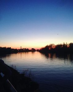 Have a good Sunday evening everyone hope you've had a lovely weekend! . . #sunset #sunsets #sunsetsofinstagram #riverthames #sunsetdreams  via RED MAGAZINE OFFICIAL INSTAGRAM - Celebrity  Fashion  Haute Couture  Advertising  Culture  Beauty  Editorial Photography  Magazine Covers  Supermodels  Runway Models