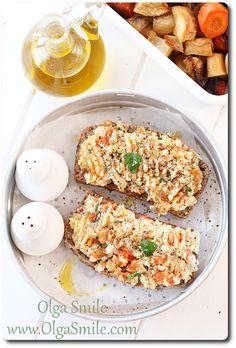 Pasta do chleba z fasoli i pieczonych warzyw korzeniowych - przepis | Olga Smile.com Calzone, Light Recipes, Fried Rice, Hummus, Bread Recipes, Potato Salad, Sandwiches, Pizza, Meals