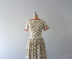 1950s vintage dress . spring dress . 50s floral print dress by BlueFennel on Etsy https://www.etsy.com/listing/178835015/1950s-vintage-dress-spring-dress-50s