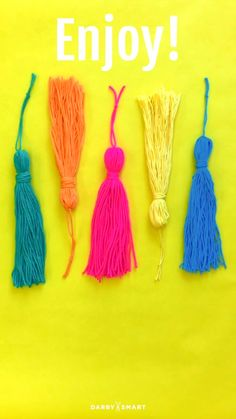 How to Make DIY Tassels - Turn Yarn Into A Tassel. You can use any object though to wrap arount thats the length of desired length of tassle. Diy And Crafts, Crafts For Kids, Arts And Crafts, Yarn Crafts Kids, Crafts With Yarn, Art Crafts, Craft Projects, Sewing Projects, Diy Wedding Video