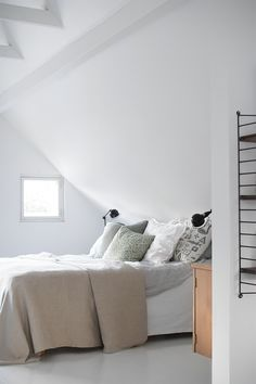 bedroom string shelves Pihkala