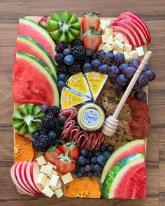 Shower Appetizers, Easter Appetizers, Appetizer Recipes, Dessert Recipes, Charcuterie Recipes, Charcuterie Platter, Charcuterie And Cheese Board, Snack Platter, Party Food Platters