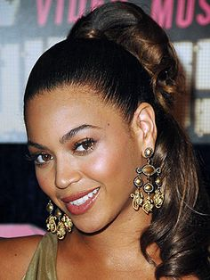 Beyonce with a curly ponytail #beyonce #hair