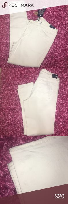 American Eagle white jegging. Beautiful white jegging still with tags. Size 14 I loved these jeans but have to let them go have been sitting in my closet for a while. Have only tried them on included picture of bottom of legs so you can see. Don't want to wash them. They are in excellent condition. I'm normally a size 14 so I thought I was 😢. I know someone can make them work. They are new with tags. They are stretchable. American Eagle Outfitters Jeans Skinny