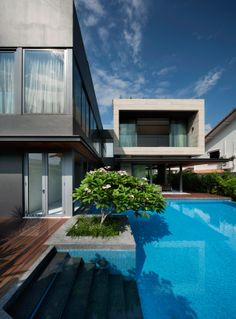 Located in Serangoon, Singapore, the Travertine Dream Home was designed by Wallflower Architecture + Design.  This is the perspective from the back of the home.    I want this
