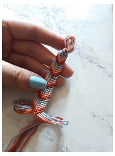 Yarn Bracelets, Diy Bracelets Easy, Embroidery Bracelets, Summer Bracelets, Bracelet Crafts, Gold Bracelets, String Bracelets, Homemade Bracelets, Friend Bracelets