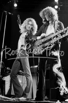 Neil Zlozower - Rock Paper Photo Store Robert Plant Led Zeppelin, Jimmy Page, Great Bands, Cool Bands, Hard Rock, Gaudi, Digital Foto, El Rock And Roll, John Bonham