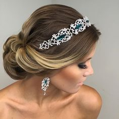 Marvelous bridal look with a hint of teal! Headpiece and earrings from @realezasalvador, with hair by @paulopersil and make up by @eduoliveiramakeup. #bridalstyle #bridalmakeup #bridalhair #hair #updo #bridalaccessories #bridallook #fab #teal #jeweledhair