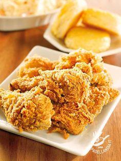 Il Pollo fritto in panatura croccante è la ricetta per ottenere golosi bocconcini di pollo: i cornflakes sono il segreto per una croccantezza irresistibile