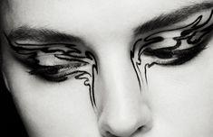 CHANEL Mascara LE VOLUME ULTRA-NOIR DE CHANEL #90 Eyeshadow LES 4 OMBRES #246 Eyeliner ÉCRITURE DE CHANEL #10
