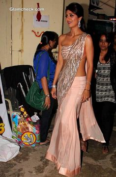 Shilpa Shetty Diwali Celebration on the sets of Nach Baliye 6 Photos Bollywood Designer Sarees, Bollywood Saree, Bollywood Fashion, Indian Dresses, Indian Outfits, Shilpa Shetty Saree, Indiana, Sari Design, Saree Gown