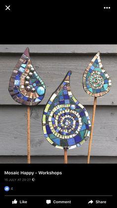 Mosaic Garden Art, Mosaic Art, Mosaic Glass, Mosaic Tiles, Glass Art, Mosaic Crafts, Mosaic Projects, Garden Projects, Glass Wind Chimes