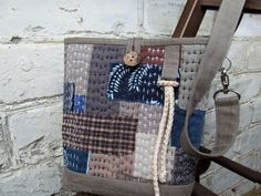 Japanese Boro Denim Tote Bag. DIY step-by-step tutorial with pictures. Мастер-класс: сумка в стиле «Боро». http://www.handmadiya.com/2015/09/japanese-boro-bag-tutorial.html