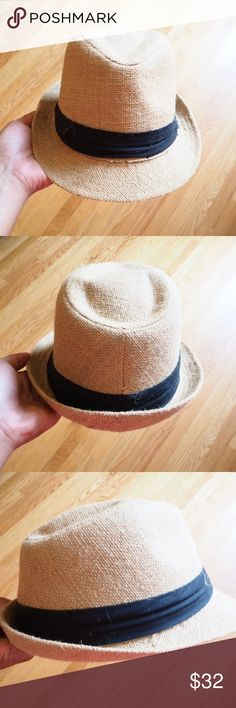 Fedora Hat Love this fedora hat which can be used to make an outfit super cute! Perfect for the summer! One of my favorites!! Has been less then 3x's still in like new condition.❌NO TRADES❌ Forever 21 Accessories Hats