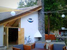 Volt+egyszer+egy+nagyon+menő+kiskocsma+Badacsonyban,+ahová+a+vonattal+vagy+hajóval+érkezők+azonnal+betérhettek,+hogy+kipihenjék+az+utazás+fáradalmait,+és+egyúttal+megismerkedjenek+a+helyi+borokkal.+is.+Az+egykori+Poharazó,+majd+Nádas+borozó,+amelynek+történetéről+az+Urbanista+blog+számolt+be,… Hungary, Outdoor Decor, Blog, Home Decor, Decoration Home, Room Decor, Blogging, Home Interior Design, Home Decoration