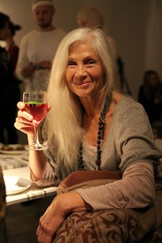 aging gracefully Natural, glowing, warm and beautiful. A woman who looks at peace and enjoying her life. Plus a little boho too. Silver Haired Beauties, Beautiful Old Woman, Ageless Beauty, Grey Hair, White Hair, Aging Gracefully, Aged To Perfection, Old Women, Lady