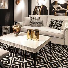 El lado más práctico de una alfombra es el de transmitir confort, comodidad, espacios templados. Pero la alfombra también es un elemento decorativo que puede tener gran protagonismo si lo queremos. Haz que tu alfombra sea la protagonista. #decoracion #deco #alfombra #invierno  http://elmercadodemaria.com/blog/?p=1358