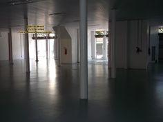 Pintura De Piso, aplicação de tinta a base de Epóxi em piso de concessionaria.