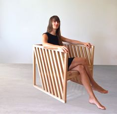 Per Jensen nous présente son projet Anna Marta fauteuil né d'un cube. Découpé, ajouré, incliné, strié, les formes et possibilités semblent multiples.