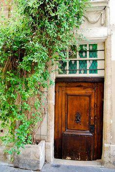 elegant door stained glass above charming rue de la Colombe - Paris 4e