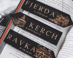 Six of crows Six Of Crows Characters, Stranger Things, Crow Books, Crooked Kingdom, The Grisha Trilogy, Diy Bookmarks, Memes, Treasure Planet, Book Wall
