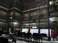 Королевская библиотека в Рио-де-Жанейро, Бразилия. This reminds me of that Borges story...
