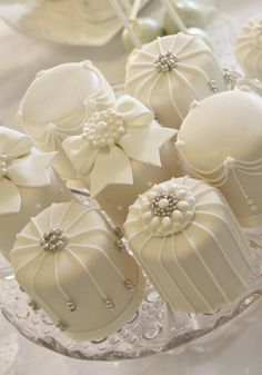 Featured Wedding Dessert: Cotton and Crumbs cake gallery; Featured Wedding Dessert: Cotton and Crumbs Cream Wedding Cakes, Mini Wedding Cakes, Wedding Desserts, Wedding Cupcakes, Beautiful Wedding Cakes, Beautiful Cakes, Amazing Cakes, Fancy Cakes, Mini Cakes