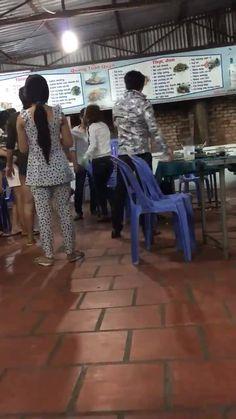 Bắt quả tang chồng đi chơi với bồ cùng nhóm bạn, cô vợ một mình nhảy vào cân cả team..  Link xem nhanh: http://ngamvnn.com/photo/82777 Xem nhiều clip hay, hot tại: http://ngamvnn.com/clip
