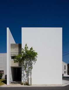 Akira Sakamoto Architect & Associates  Idea: Push wall out/Extend floor for outside terrace space