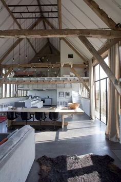 Have you ever dreamed of living in a converted barn with exposed trusses? - Wood DIY ideas Have you ever dreamed of living in a converted barn with exposed trusses?