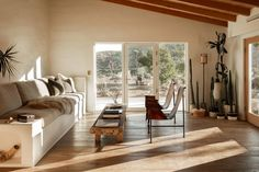House Tour :: A Desert Adobe that Embraces Softness and Simplicity - coco kelley coco kelley Kitchen Cabinets Brands, Adobe House, Desert Homes, Built In Bench, Guest Bedrooms, Home Renovation, Decoration, House Tours, House Design