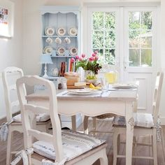 Summer cottage dining room. housetohome.co.uk