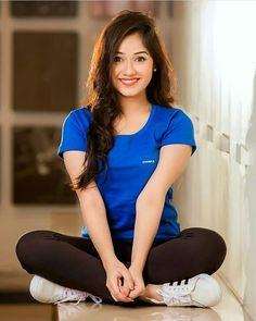 Pretty Of Bollywood Fashion - Girl Celebrities Dehati Girl Photo, Girl Photo Poses, Teenage Girl Photography, Girl Photography Poses, Stylish Girls Photos, Stylish Girl Pic, Bollywood Girls, Bollywood Fashion, Stylish Photo Pose