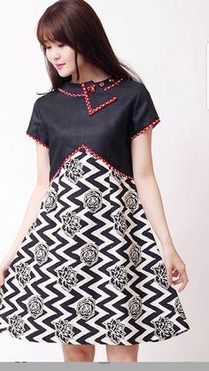 Batik kombinasi polos Source by iasria batik Model Dress Batik, Batik Dress, Vintage Midi Dresses, Lovely Dresses, Batik Fashion, Fashion Fabric, Dress Batik Kombinasi, Dress Anak, Blouse Batik