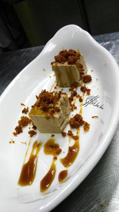 """El paté de conejoque hago en Errazki es una pasada, ya veces lo """"salseo"""" con un caramelo preparado con vermut rojo…. Además esta vez con arena de chorizo ahumado, una pasda! Ingredientes: 200 Grs. decarne deconejo 20 Cl de nata liquida 20 Grs. de mantequilla + mantequilla para el molde 10 cldevermut rojo 2 Huevos... Lea más Asian Recipes, Ethnic Recipes, Mince Meat, Chorizo, Panna Cotta, Waffles, Sandwiches, Frozen, Appetizers"""