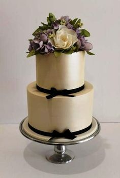 Faye Cahill Cake Design. Exquisit for Birthday or wedding!