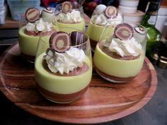 Mohntorte mit Buttercreme - Bine kocht! Dessert Recipes For Kids, Sweets Recipes, Easy Desserts, Delicious Desserts, Cooking Recipes, Mousse, Creme Dessert, Austrian Recipes, Cake Pops