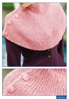 Nível de Dificuldade É Fácil    MATERIAL  PINGOUIN SAFIRA: 2 novelos na cor 5305 (m. júpiter); ag. para tricô PINGOUIN nº 5; 5 botões.     ... Knitted Cape, Knitted Shawls, Loom Knitting, Knitting Stitches, Knitting Patterns, Crochet Patterns, Chunky Yarn, Stockinette, Crochet Designs