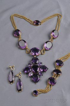 Antique Gold and Amethyst Suite Gold Jewelry Simple, Purple Jewelry, White Gold Jewelry, Amethyst Jewelry, Beaded Jewelry, Fine Jewelry, Amethyst Necklace, Jewelry Sets, Pearl Necklace Designs