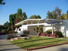 Eichler home by Tiki Lisa, via house design Home Design, House Design Photos, Cool House Designs, Mid Century Decor, Mid Century House, Mid Century Style, Mid Century Exterior, Modern Exterior, Interior Modern