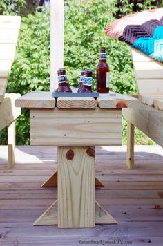 An outdoor end table build project tutorial with built in cooler or flower planter. When I built my sun loungers it was only natural to build a table. Outdoor End Tables, Diy End Tables, Cool Tables, Diy Table, Outdoor Decor, Patio Tables, Outdoor Stuff, Outdoor Spaces, Outdoor Living