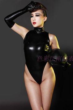 Alibaba グループ | AliExpress.comの からの  New Sexy Faux Leather Latex Catsuit Wet Look Halter-neck Sleeveless Women Teddy Bodysuit Leotard Top Fancy Adult 中の 女性ののどの革のキャットスーツセクシーなノースリーブのタートルネックトップエロひものボディスーツレオタードコスプレ衣装妖精ドレスユニフォーム