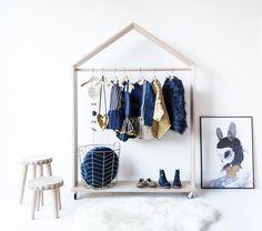 Leuke houten kledingrek voor de kinderkamer | Huis-inrichten.com